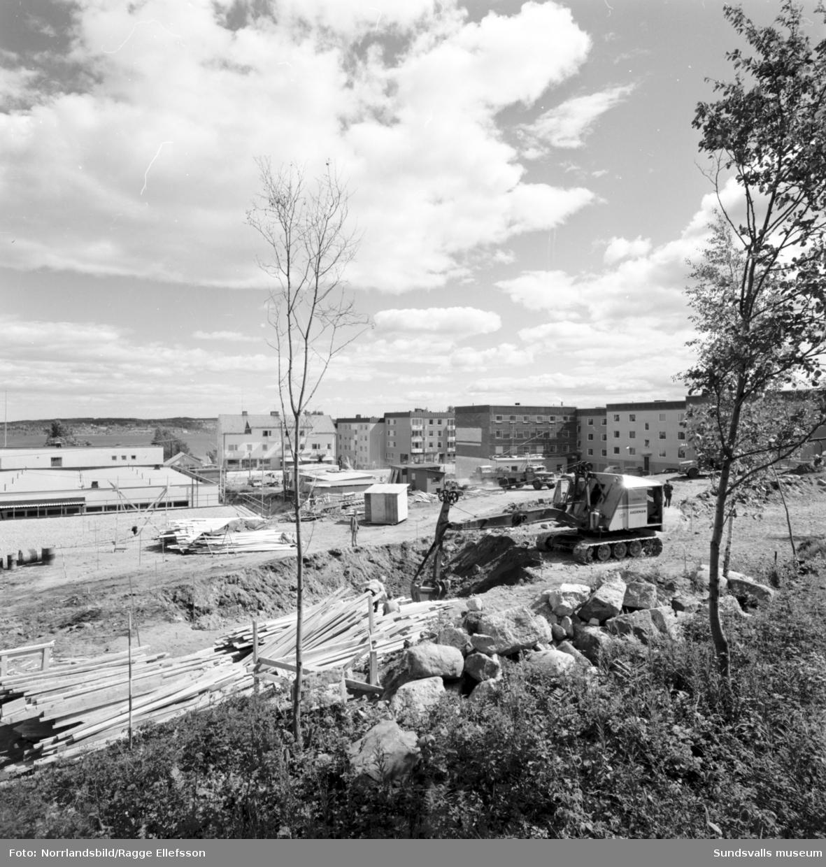 Bygge vid Skogsvägen i Timrå, sett från E4.