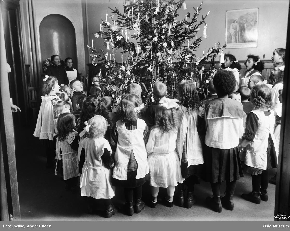 Frelsesarmeen, juletrefest, juletre, barn