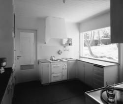 villa Ahnborg Interiör, kök med arbetsbänk mot fönster
