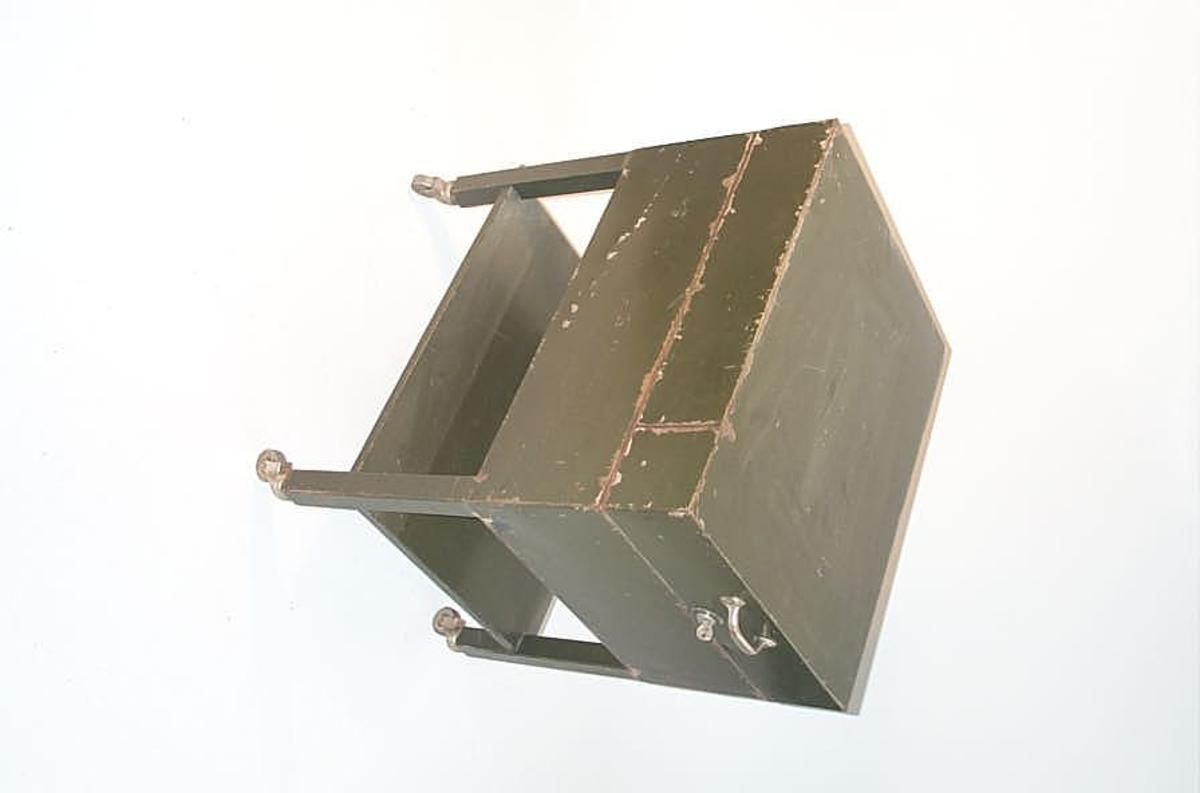 Form: Rektanguler form - avlastningshylle - 4 bein på hjul