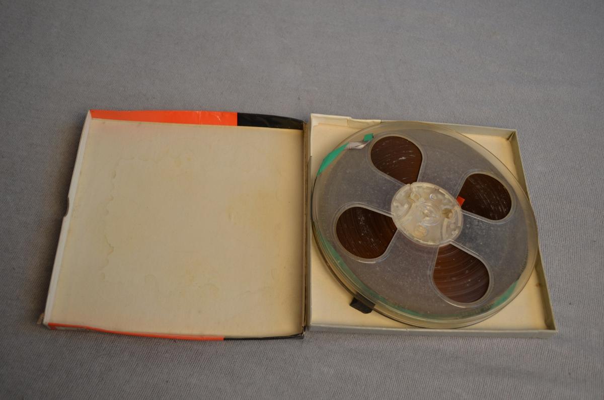 Magnetofonband med original eske. Låg i lag med bandopptakar KSF.011255.