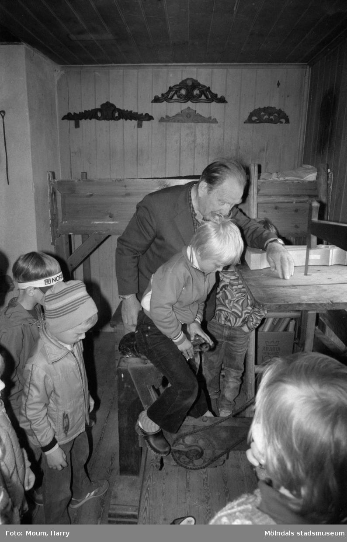 Kultur för barn på Börjesgården i Hällesåker, Lindome, år 1984.  För mer information om bilden se under tilläggsinformation.