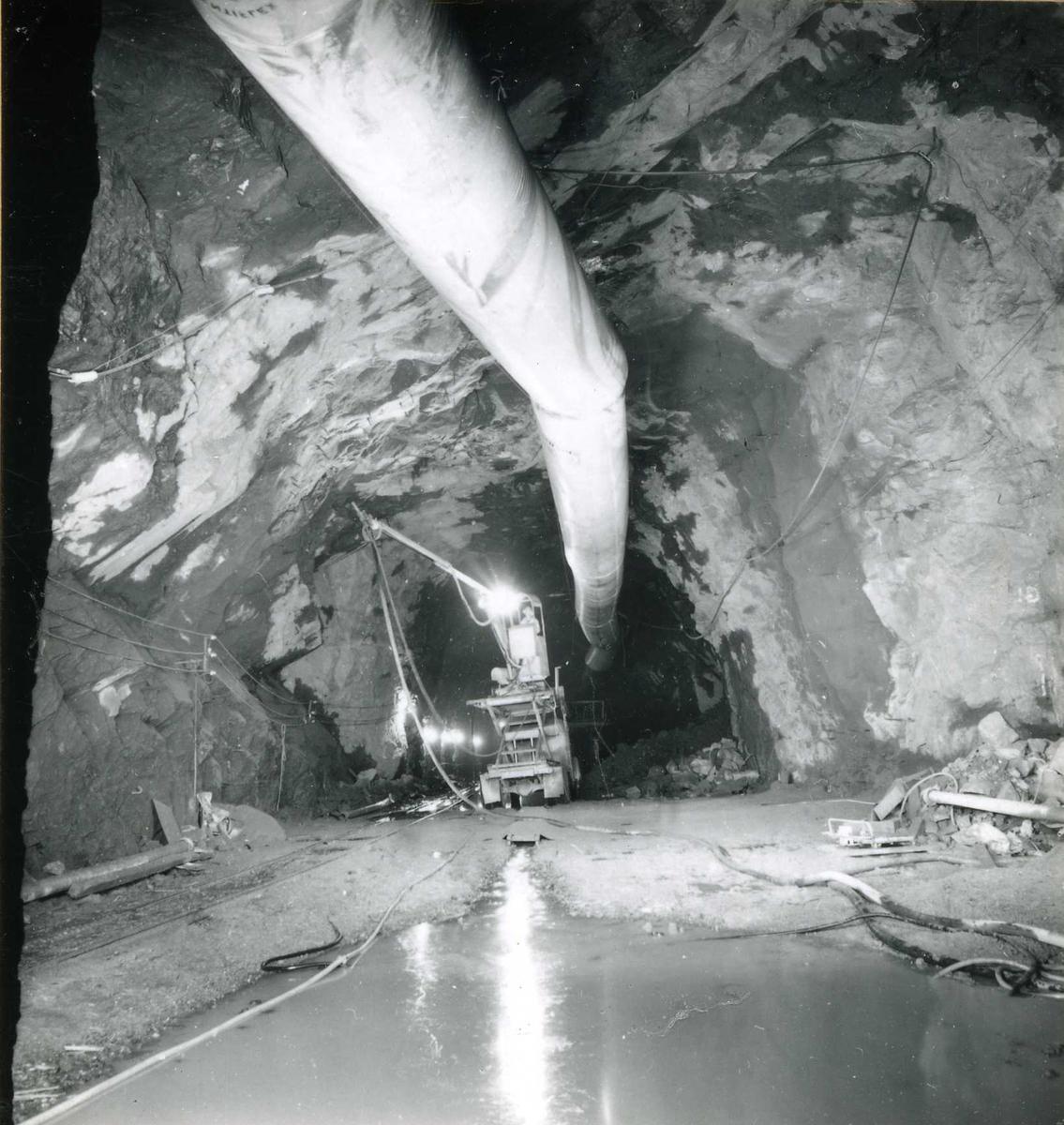Tilløpstunnel frå Vesås. Inne i tunnel.