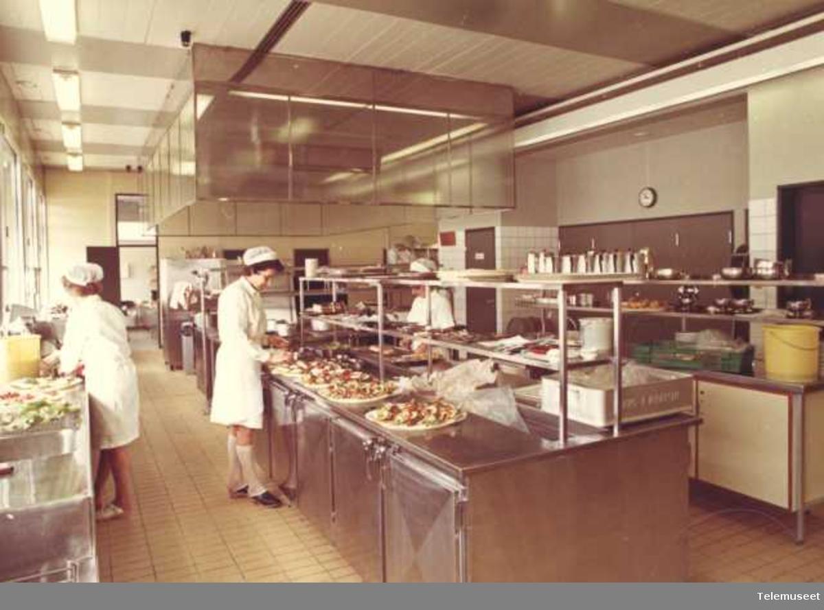 Storkjøkken, matlaging, gruppebilde,  Elektrisk Bureau