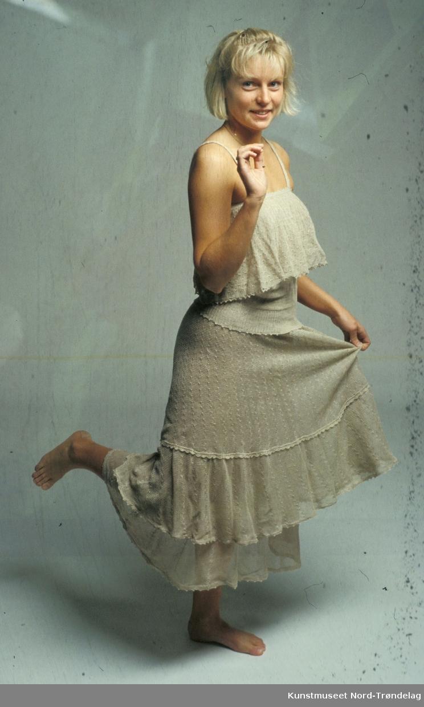 Grå todelt kjole
