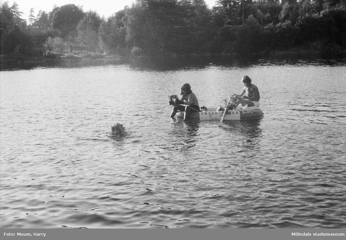 Simpromotion vid Barnsjön i Lindome, år 1984.  För mer information om bilden se under tilläggsinformation.
