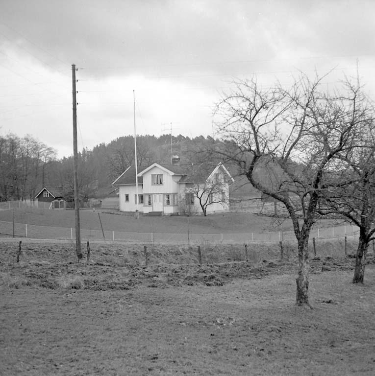"""Enligt notering: """"Ny ladugård i Skredsvik dec 1960""""."""