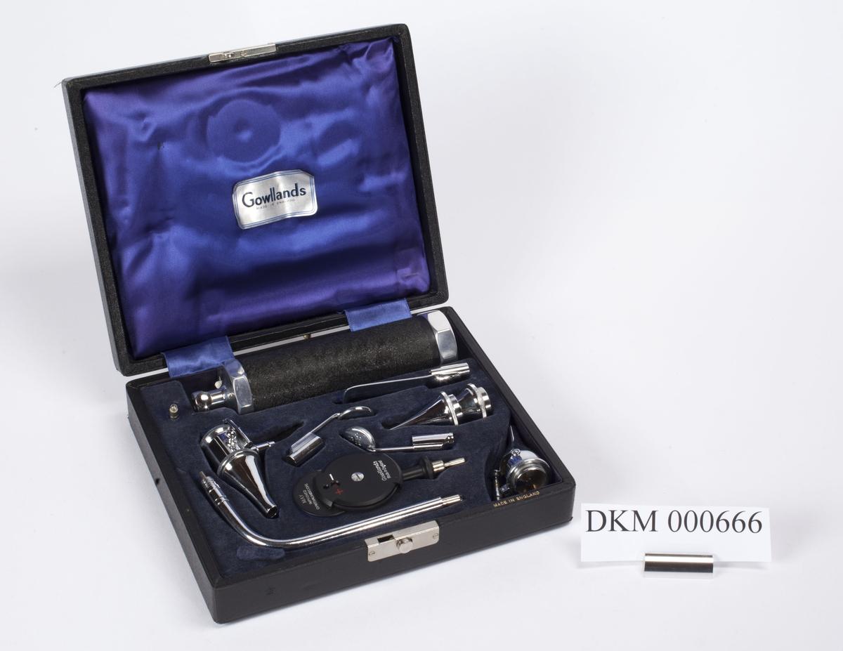 Rektangulært etui i skinn, med utskåret plass til 11 instrumenter. Instrumentene ligger i etuiet og er beregnet på undersøkelser av øye, øre, nese og hals.