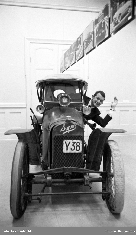 Utställning om gamla bilar på Sundsvalls museum. Fotograferat för Dagens Nyheter.