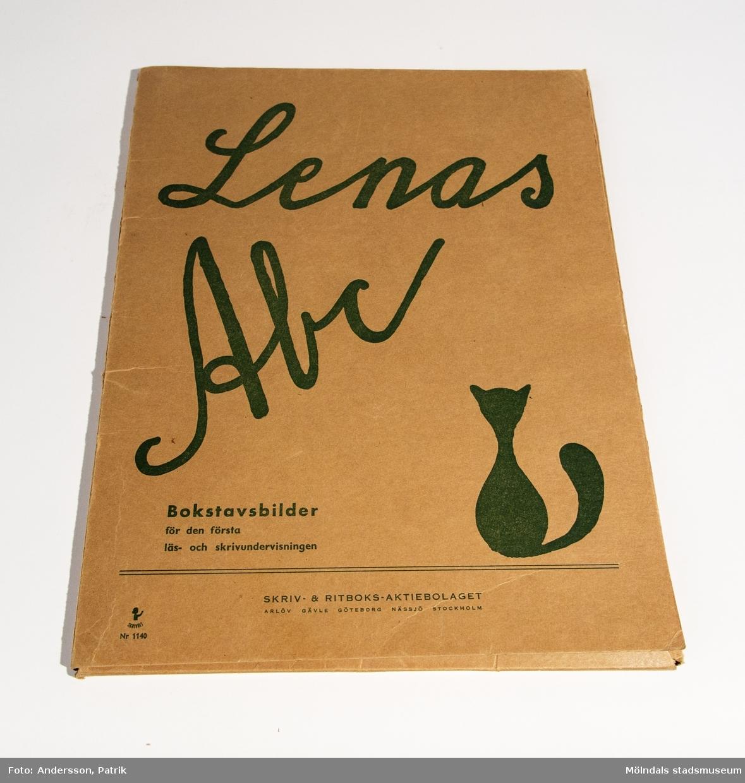 """""""Lenas ABC"""", mapp med bilder, bokstaven """"H"""" saknas."""
