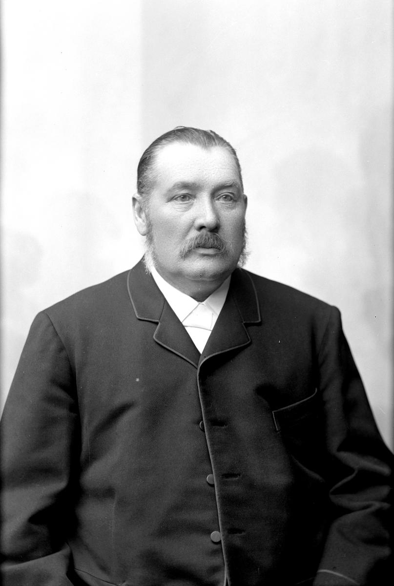 J E Östman, lärare i Köping 1897. Fotograf: C Billberg ?