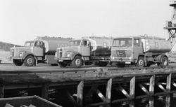 Annonsebilder. Nye tankbiler med logoen NOR på siden av tank
