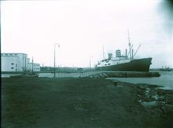 Havnebilde - Båt ved kai.