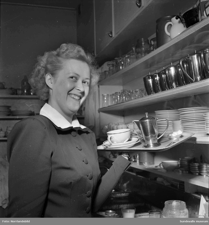 Britt Holmström, servitris.