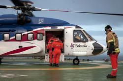 Helikopter av typen Sikorsky S-92 fra Bristow Helicopters ve