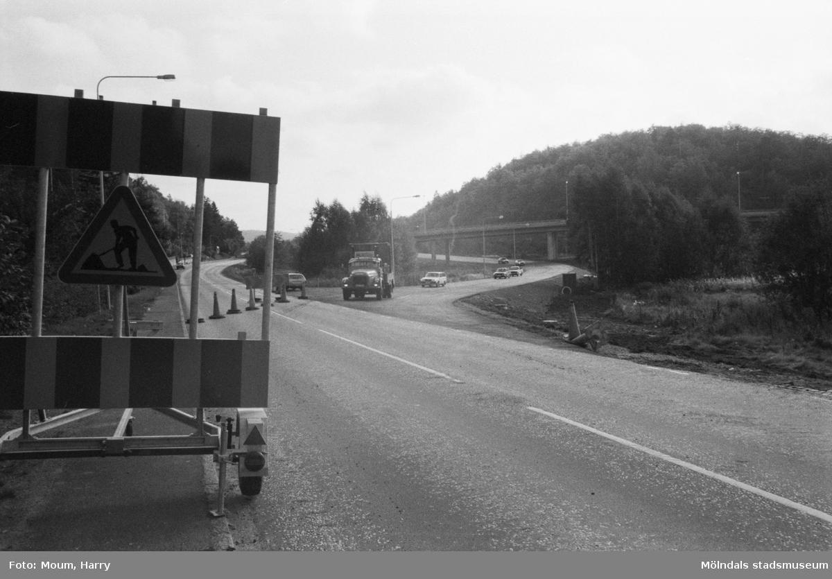 Det nybyggda Torrekullamotet i Kållered sett från Kungsbackavägen, år 1983.  För mer information om bilden se under tilläggsinformation.