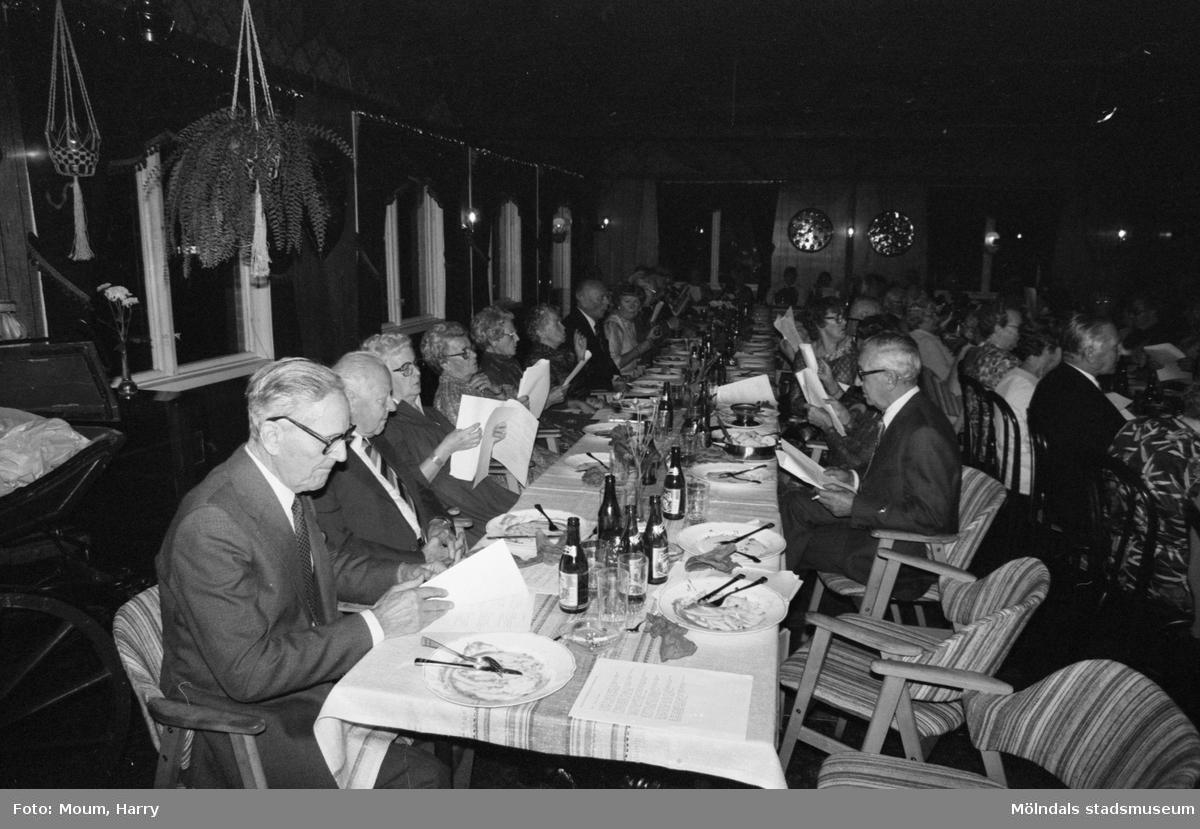 Kållered PRO firar 10-årsjubileum på Kållereds Värdshus, år 1983.  För mer information om bilden se under tillägginformation.
