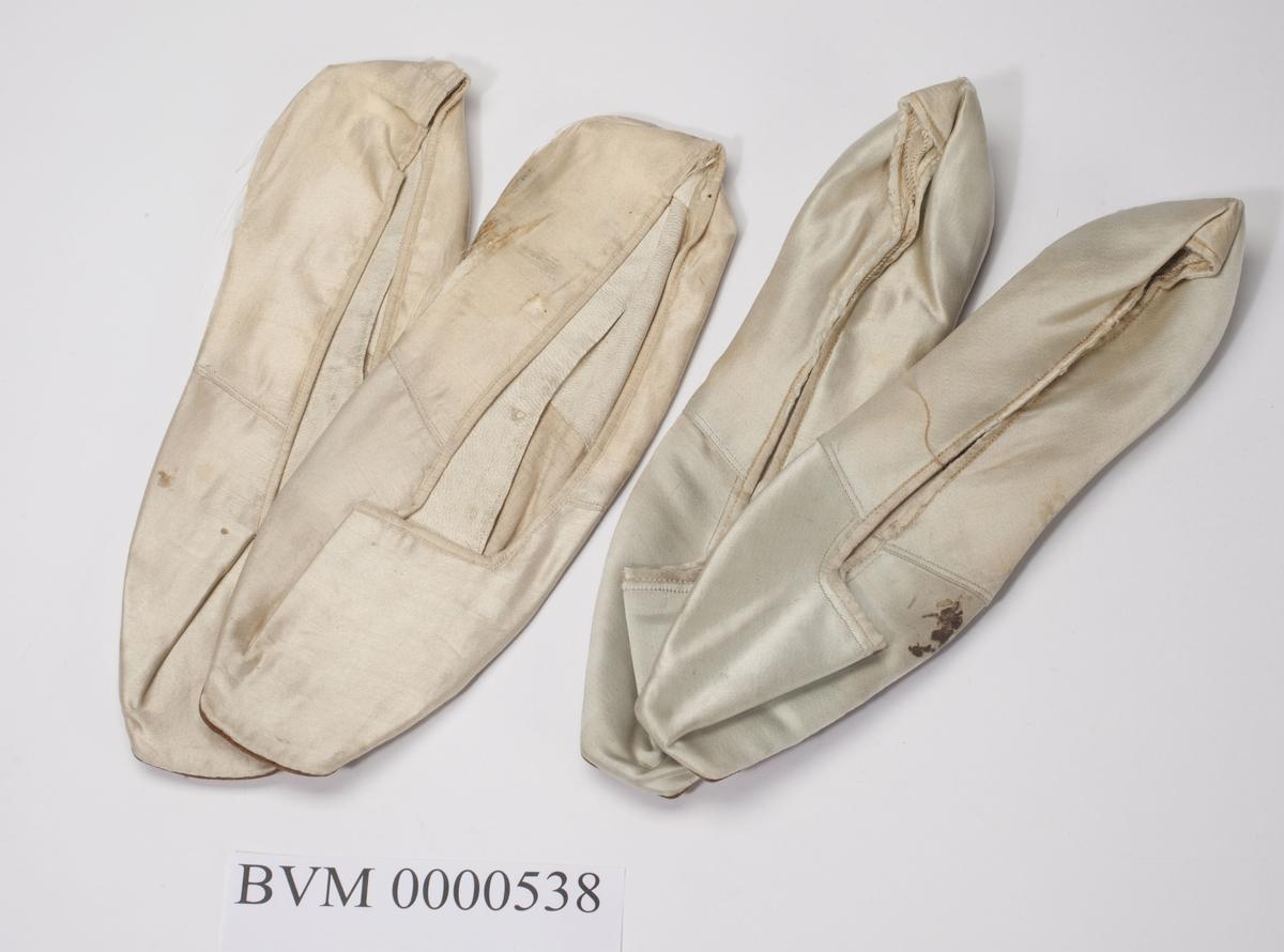To par ballsko i silke med lærsåle.