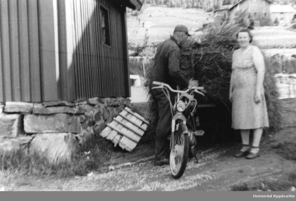 Olaug og Torbjørn Haugo på Nordre Fossheim i 1959.
