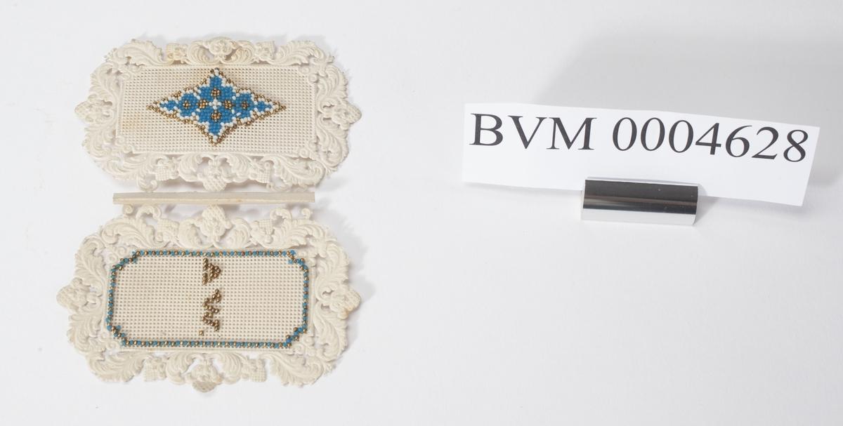 Gjenstand med usikker bruk. Mønster presset inn i papp eller tjukt papir. Deretter brodert med perler.