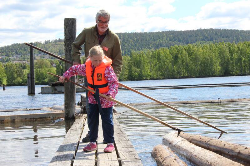 Tømmerfløting med en ekte tømmerfløter! Foto: MiA