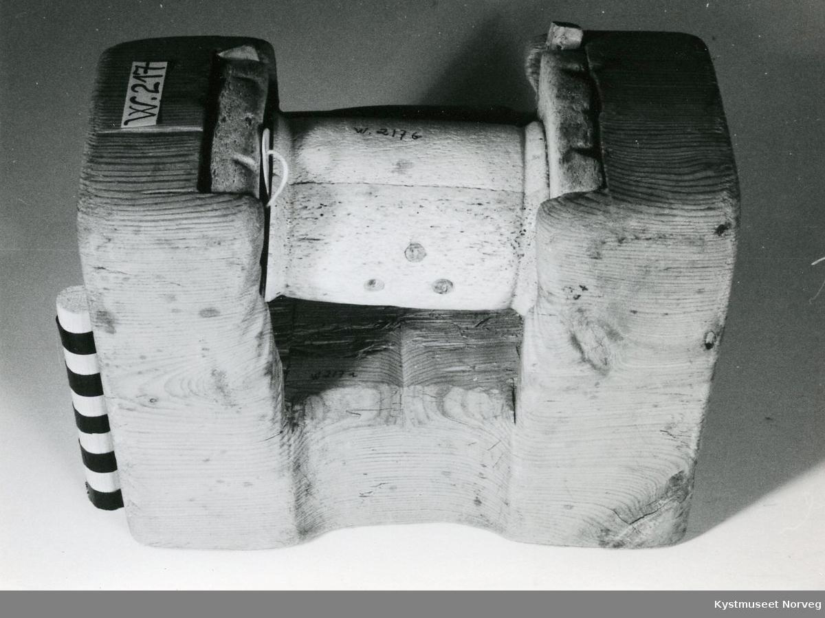 Form: TRehuset er u-formet, rullen er tønneformet