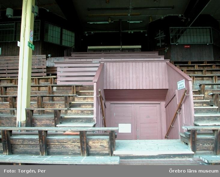 Dokumentation av verksamheten runt gamla läktaren på Eyravallen, rivning och uppbyggnad av ny läktare.