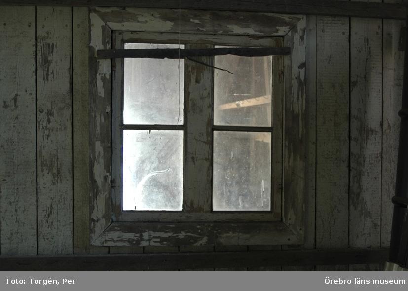 Dokumentation av godsmagasinet i Hasselfors före rivningen 2004.Interiör, fönster.
