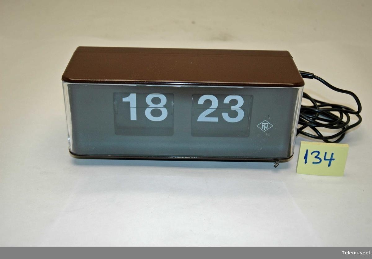 Elektrisk klokke med store tall 4068310203.2.1976 A3