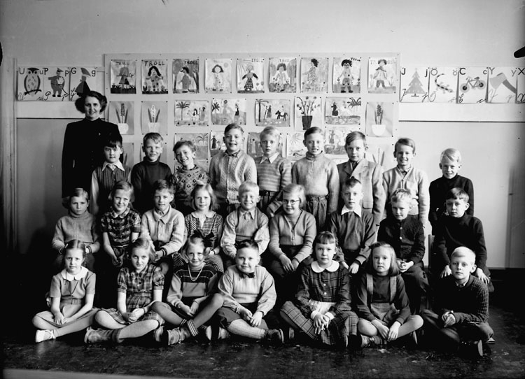 Olaus Petriskolan, klassrumsinteriör, 34 pojkar med lärarinna fru Svea Lind.Klass 2a, sal 1.