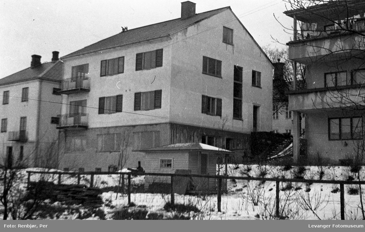 Motiver fra Trehusbyen og Bruborgsida. Distriktslegeboligen.