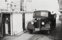 Lastebilen til Br. Jobsen ombord i ferga mellom Maurnes og S