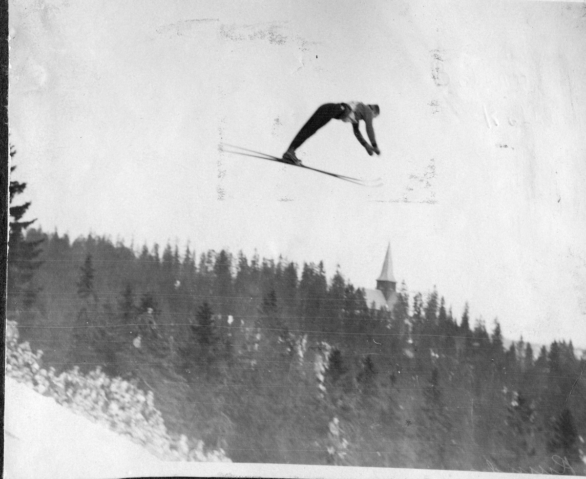 Sigmund Ruud in Holmenkollen skijump 1928