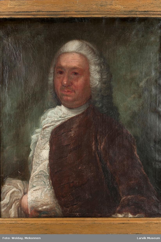 Portrett herre i hvit skjorte og brun jakke