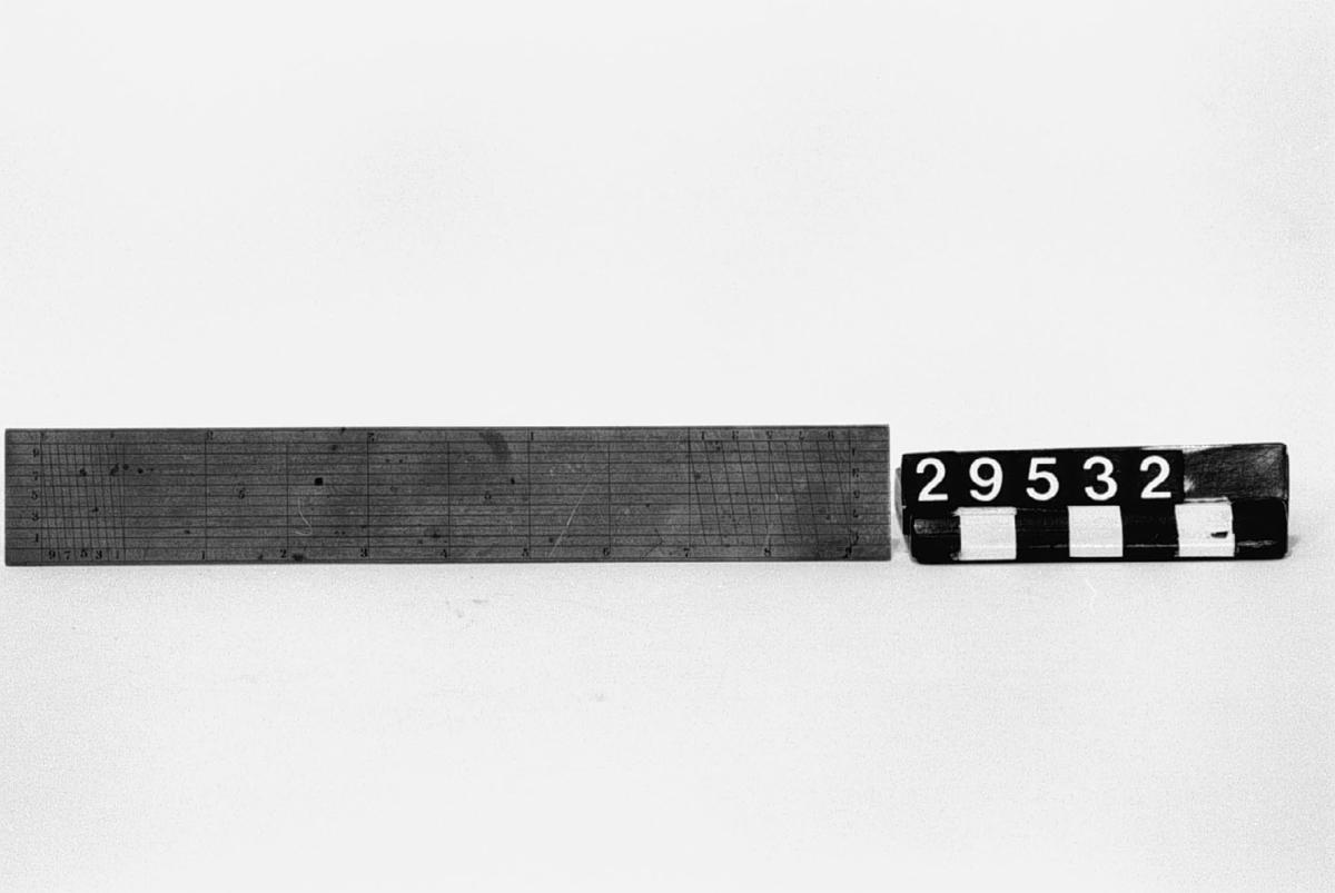 Transversalskala stucken i svenska decimaltum för skalorna 1:2 och 1:4.