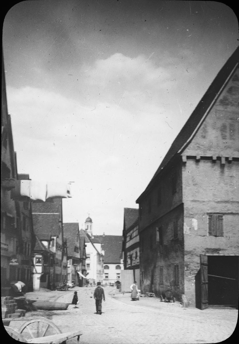 Skioptikonbild med motiv från Dinkelsbülh. Bilden har förvarats i kartong märkt: Höstresan 1907. Montpellier 1. Palavas 1No:12.