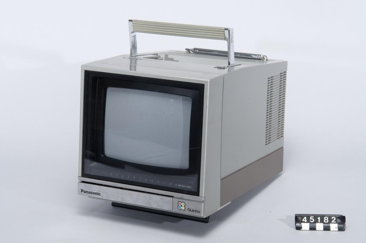 """Portabel färgmonitor för videokamera, 8"""" Quintrix platt bildrör. För 220/12V drift, med in- och utgångar för audio respektive video. Inbyggdd tv-tuner VHF/UHF med förinställning för 12 kanaler, teleskopantenn."""