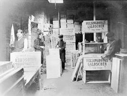 Packlådstillverkning vid Helsingborgs Gummifabrik.