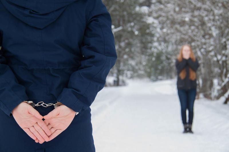 Jeg står i håndjern   -  Kun fordi jeg elsker deg  -  Kan du tilgi meg?      - Dikt/foto av Karoline Jahren Thudesen (Foto/Photo)
