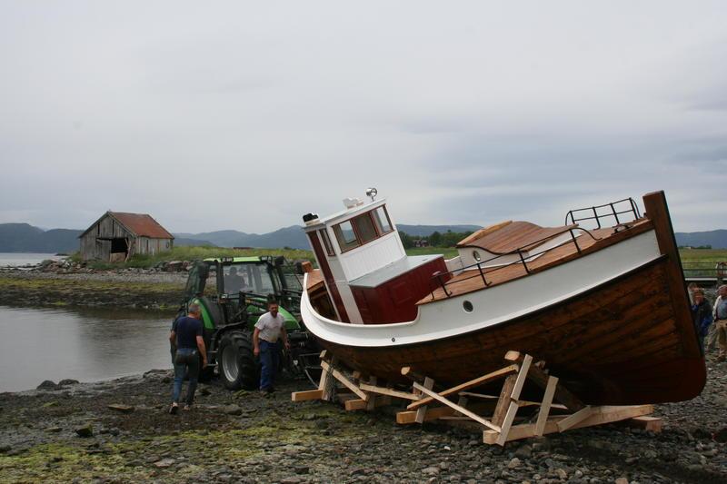 Børsabåten Eivind sjøsettes. (Foto/Photo)