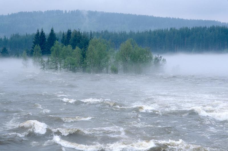 Nedstrøms Klokkerfossen under 95 flommen i Glomma (Foto/Photo)