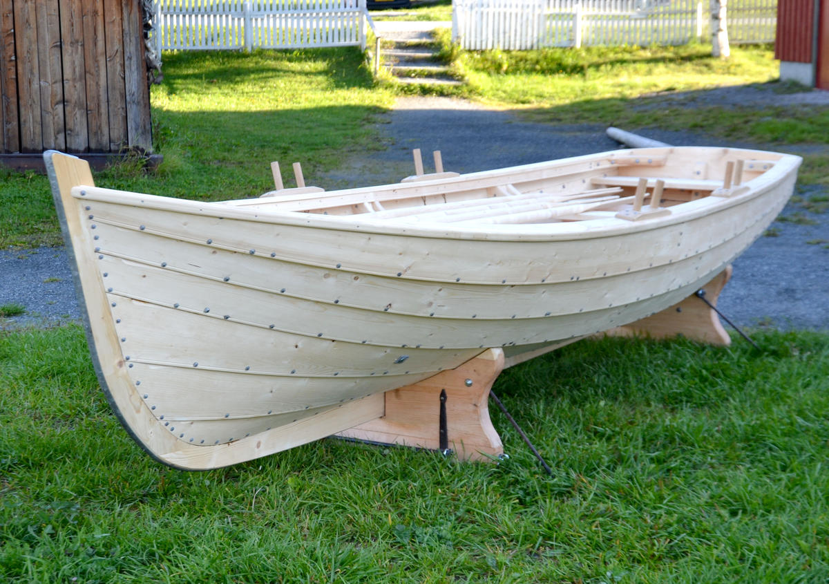 """Copy of the old lifeboat onboard the veteran boat """"Værdalen""""."""