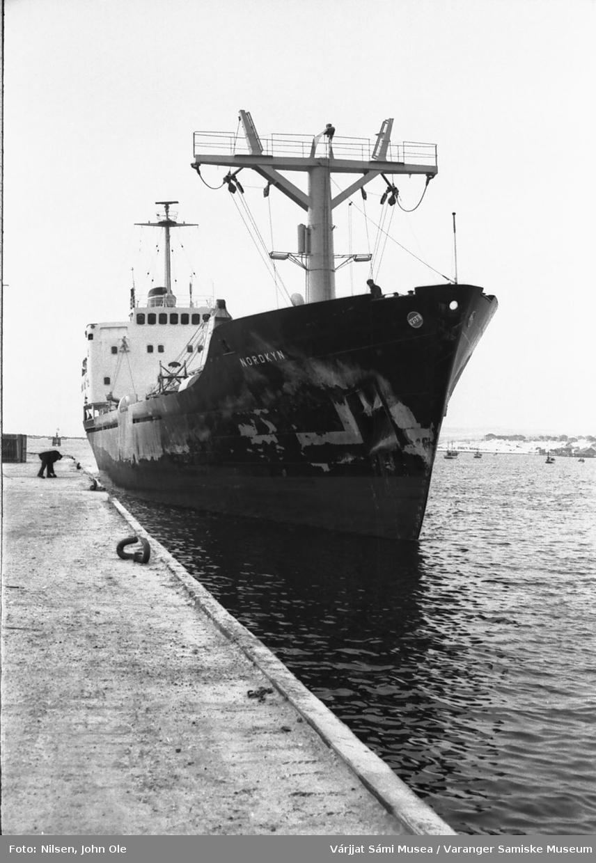 """Lastebåten """"Nordkyn"""" ligger ved kai i Vadsø. 1967"""