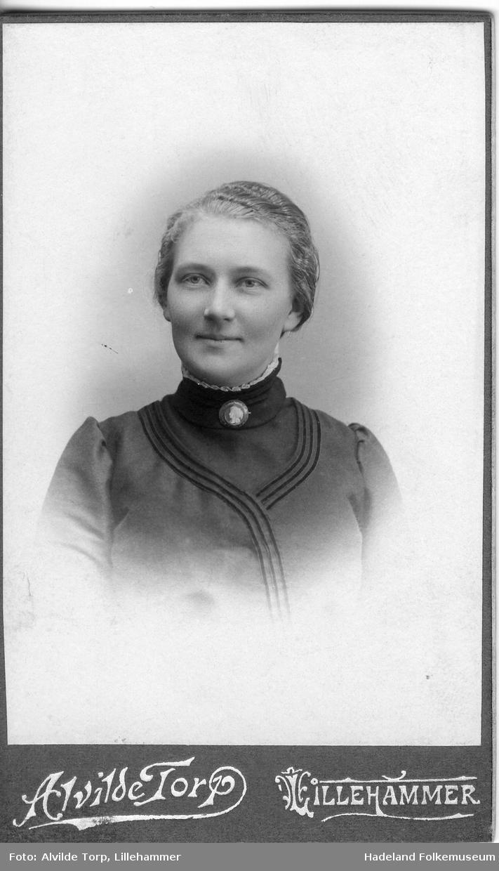 Portrett av Marit Gjøvik, hustru til Kristian Hansen Gjøvik. Se HF1989/24:75