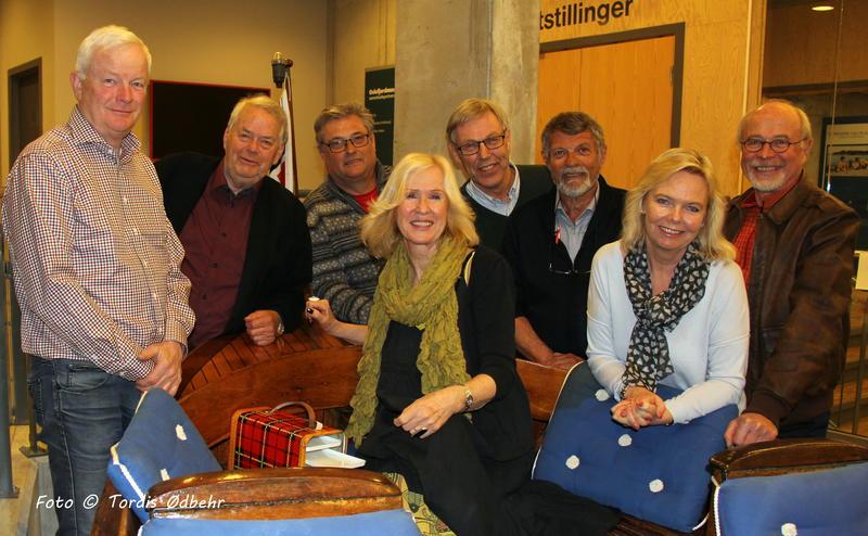 Styret i Venneforeningen. Fra venstre: Per Salvesen, Knut Falla, Tom Armann, Trine Hamre Bendixen, Morten Jensen, Tore Hansen, Ellen Ugland og Anstein Spone. Foto: Tordis Ødbehr.