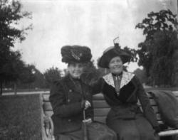 """Auntie [Agnes Strindberg] o Anna Charlier-Hawtrey"""