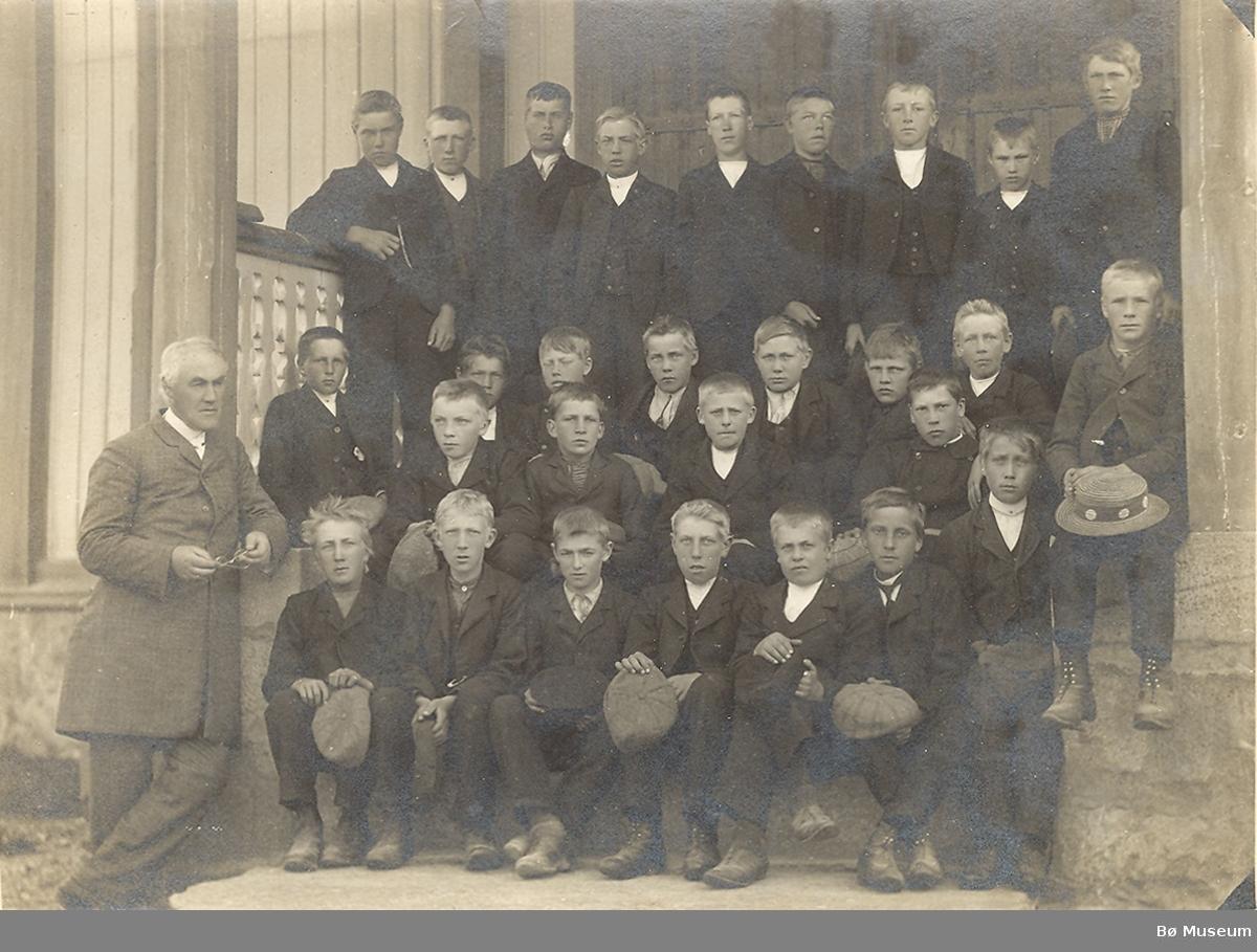 Konfirmasjonsbilde 1909, gutar