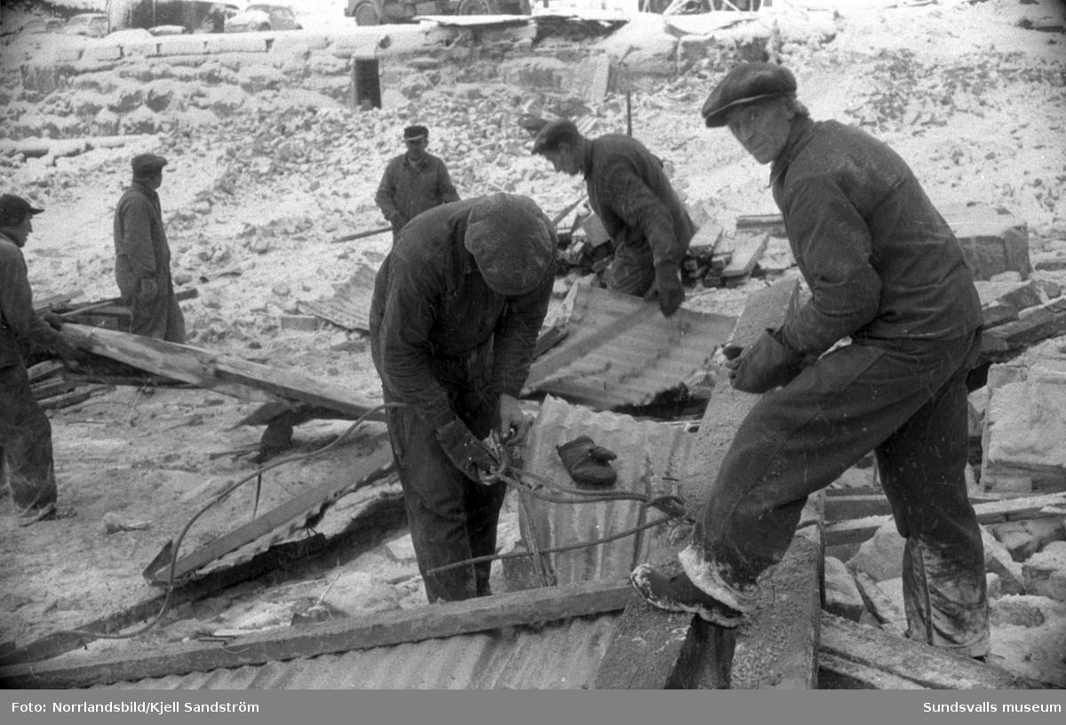 Rivning av gamla industrilokaler i Skönvik.