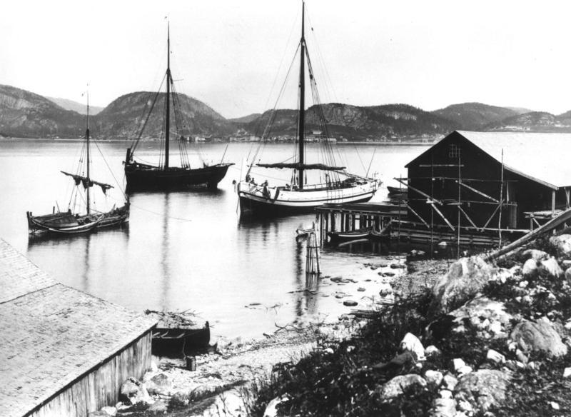 Sjøbu og båter. Fra Namsos ca 1885 (Foto/Photo)