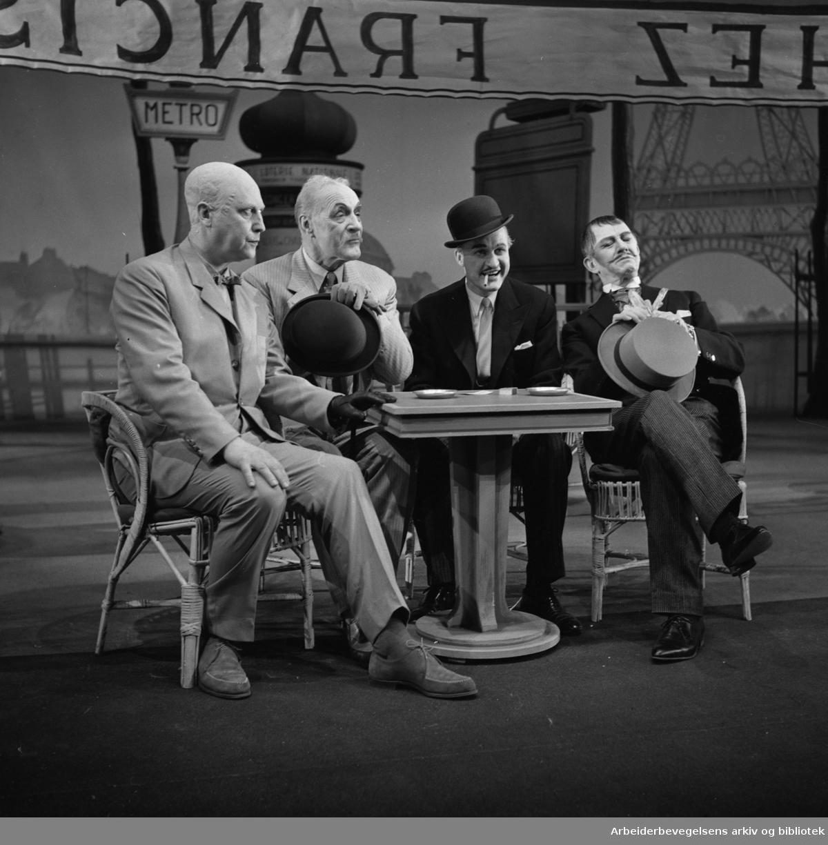 Nationaltheatret. Hovedscenen..DEN GALE FRA CHAILLOT av Jean Giraudoux. .Premiere 28.02.1963..Medvirkende: Gry Enger, Gisle Straume, Kolbjørn Buøen, Alfred Maurstad, Lillebil Ibsen, Gerhard Bjelland, Wilfred Breistrand, Aase Bye o. a.